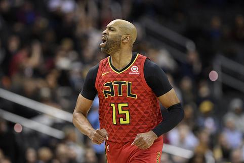 """Rekordininkas V.Carteris toliau atstovaus """"Hawks"""" komandai"""