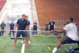 Maskvos CSKA žaidėjai sezonui ruošiasi ir traukdami virvę