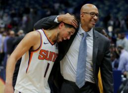 """Pamatykite: virtualūs fanai nuspėjo lemiamą """"Suns"""" lyderio metimą"""