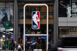 """Ateinantį sezoną NBA rungtynės gali vykti keliuose """"burbuluose"""""""