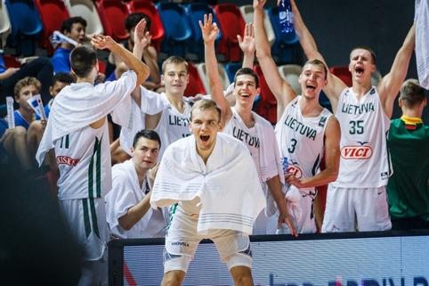 Jokių šansų latviams nepalikusi Lietuvos dvidešimtmečių rinktinė – Europos čempionato ketvirtfinalyje