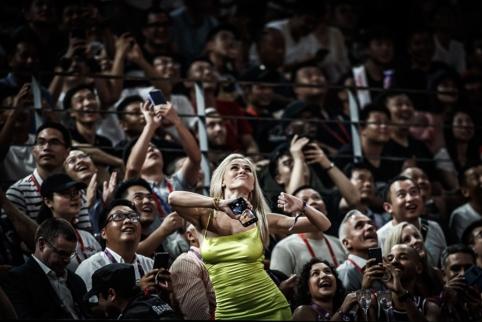 Pamatykite: televizijos operatorių nuginklavusi brazilų fanė