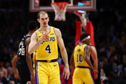 """Shaqtin' A Fool"" laidoje – dvigubas ""Lakers"" nugriuvimas"