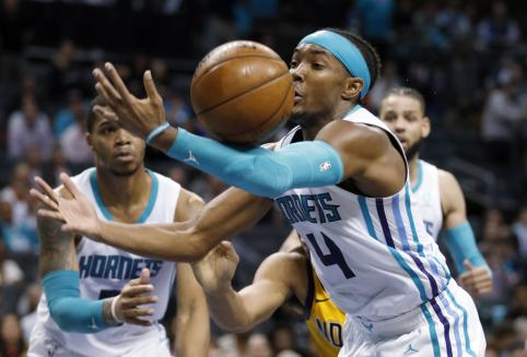 """""""Hornets"""" parbloškė be Sabonio žaidusią """"Pacers"""""""