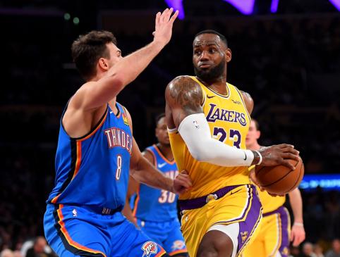 L.Jamesas mano, jog yra tik vienas žmogus, taip gerai suprantantis krepšinį kaip jis