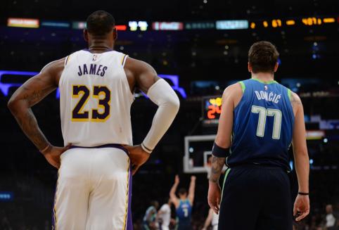 """NBA TOP 10: blokas LeBronui, Dončičiaus reidas ir """"Pistons"""" aukštaūgio """"plakatas"""""""