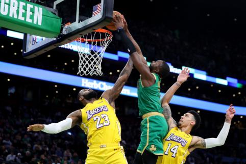 Įspūdingą NBA TOP 10 vainikavo dėjimas per L.Jamesą