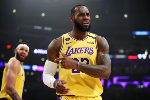 """""""Lakers"""" pasiskundė NBA vadovams dėl veiksmų prieš L. Jamesą"""