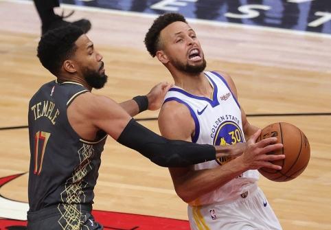 Lyg automatas metantis S. Curry nusitaikė į sunkiai pajudinamą NBA rekordą