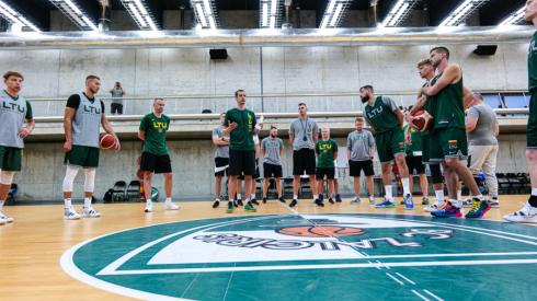 """""""Nike"""" pristatė naują Lietuvos vyrų krepšinio olimpinės rinktinės aprangą"""