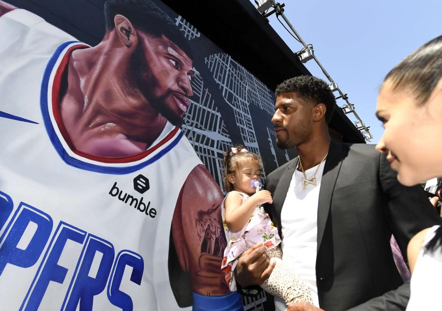 """NBA žvaigždžių pasiruošimas naujam sezonui: P.George'as sulaukė """"smūgio"""" į veidą"""