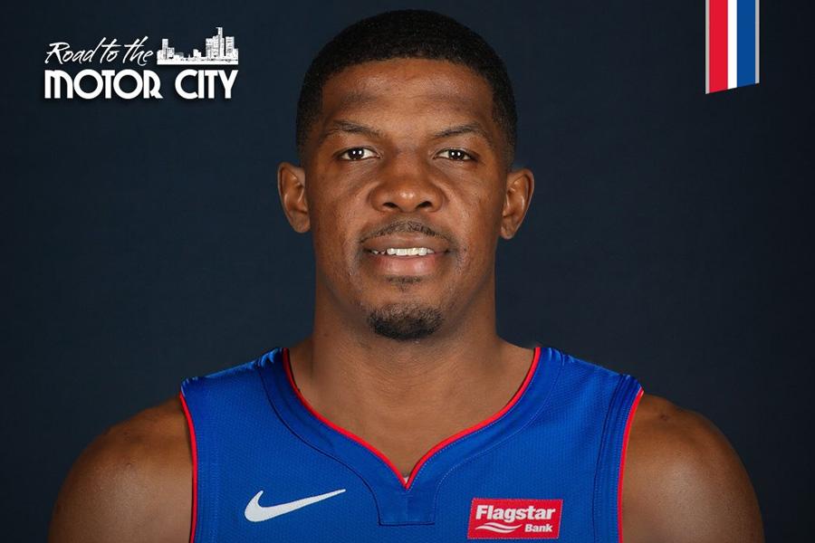 """Oficialu: """"Pistons"""" sukirto rankomis su J.Johnsonu"""