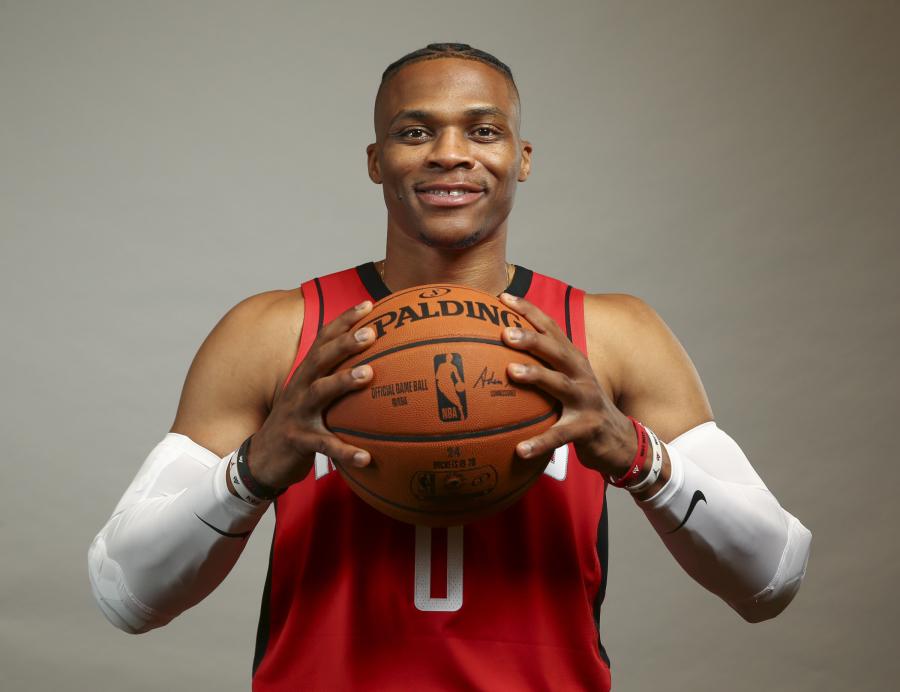 R. Westbrookas: galiu žaisti ir be kamuolio