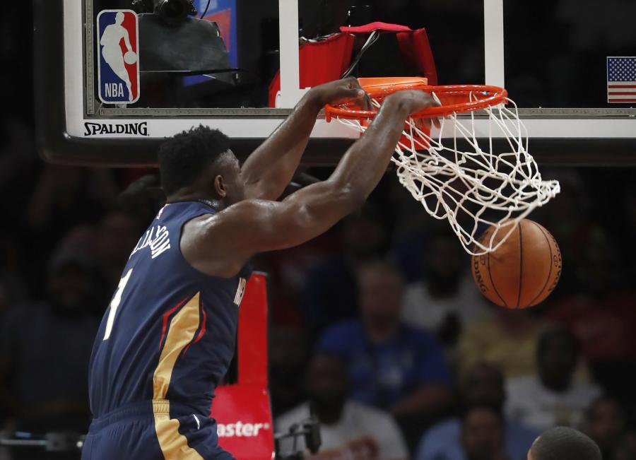 """Įspūdingai atrodęs Z.Williamsonas vedė """"Pelicans"""" į pergalę"""