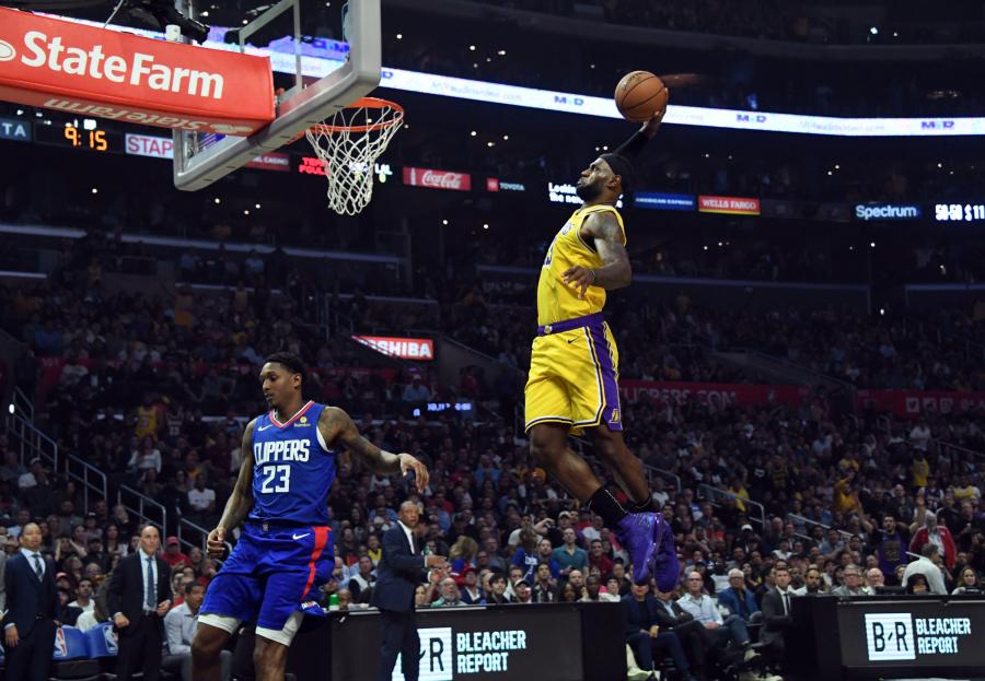 """Pamatykite: geriausi L.Jameso dėjimai """"Lakers"""" gretose"""