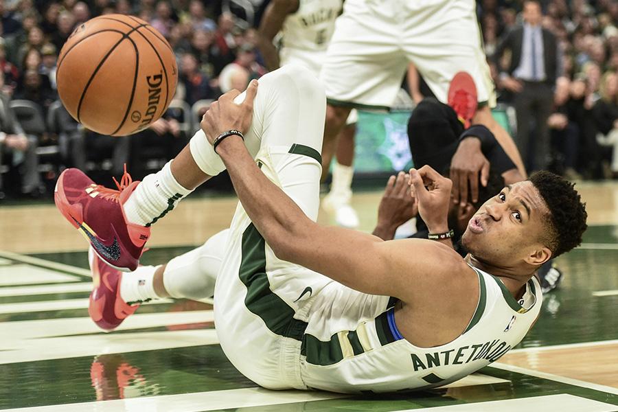 """NBA MVP šou neišgelbėjo - """"Bucks"""" krito prieš """"Heat"""""""