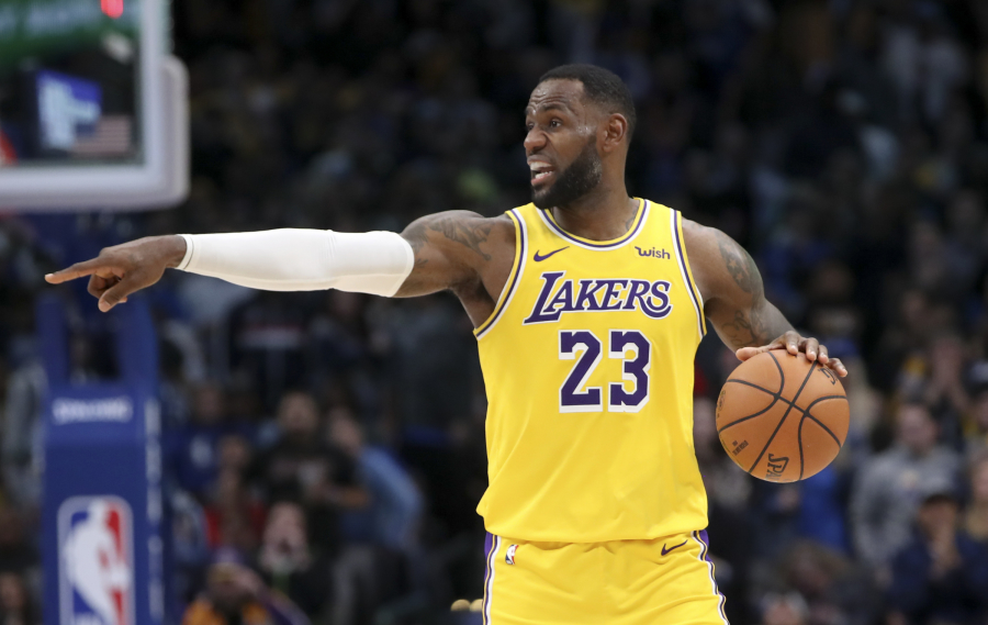 """""""Lakers"""" parbloškė ir """"Spurs"""" ekipą"""