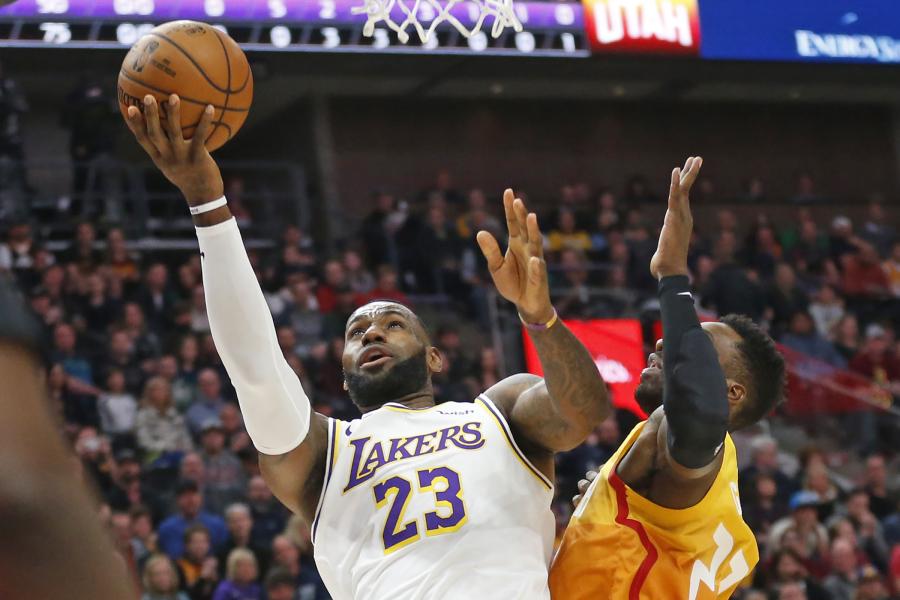 """""""Lakers"""" išvykoje sudaužė """"Jazz"""" komandą"""