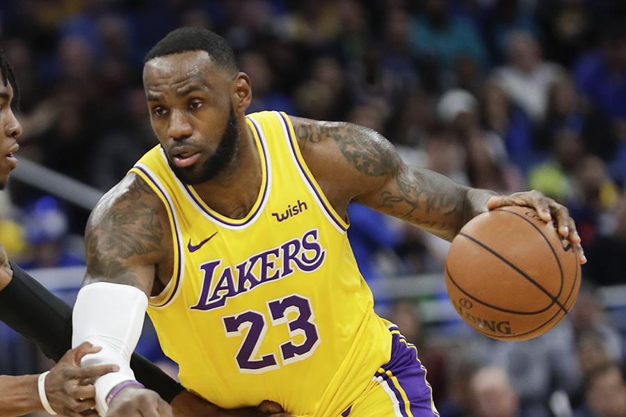 """""""Lakers"""" patiesė ir """"Magic"""" komandą"""