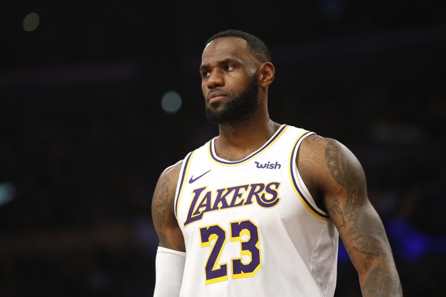 """L.Jamesas: esu labai laimingas būdamas """"Lakers"""" dalimi"""