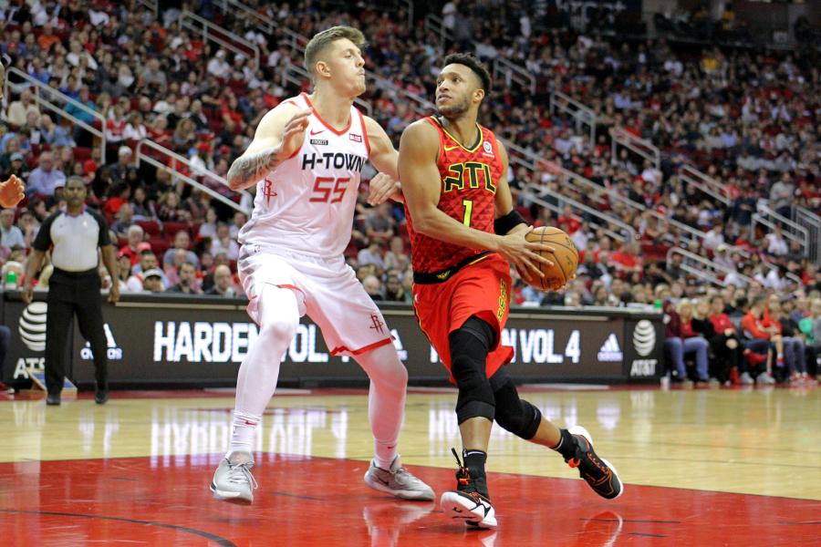 """Du """"Hawks"""" žaidėjai  komandoje greičiausiai neberungtyniaus"""