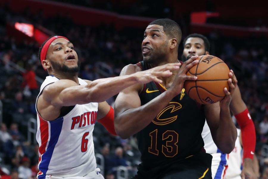 """Driokstelėjęs T.Thompsonas padėjo """"Cavs"""" įveikti """"Pistons"""""""