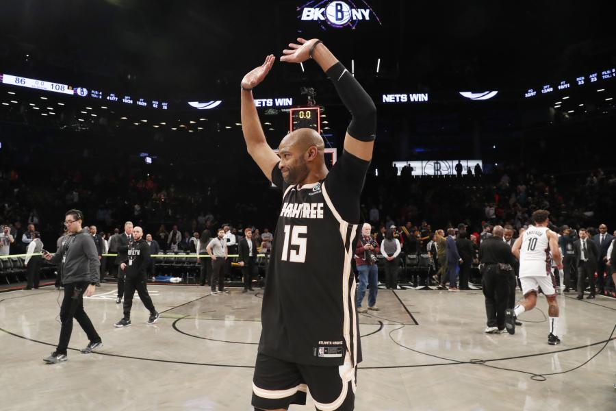 """Paskutinysis V.Carterio pasirodymas krepšinio aikštelėje """"Nets"""" arenoje"""