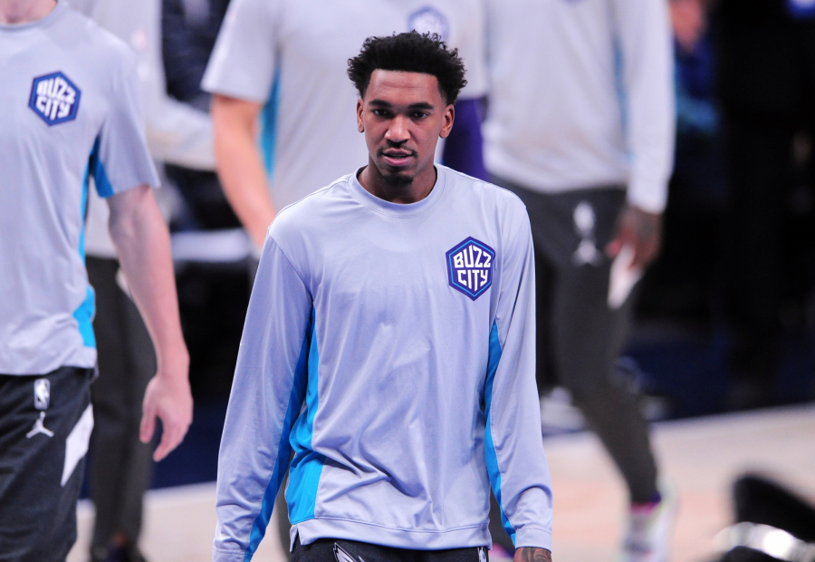 """""""Knicks"""" nusitaikė į """"Hornets"""" gynėją"""